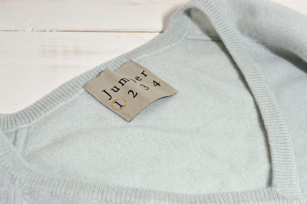 Jumper 1234 pale blue v neck